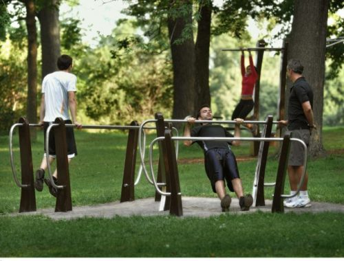 Outdoor gym gives average Joe a leg up Quebec company installs free circuit training system in Jean Drapeau park